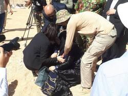 صور .. انهيار برلمانية كوردية لحظة مشاهدة المقبرة الجماعية بالسماوة