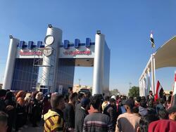 متظاهرون يغلقون مصفيين و موقعا نفطيا جنوبي العراق