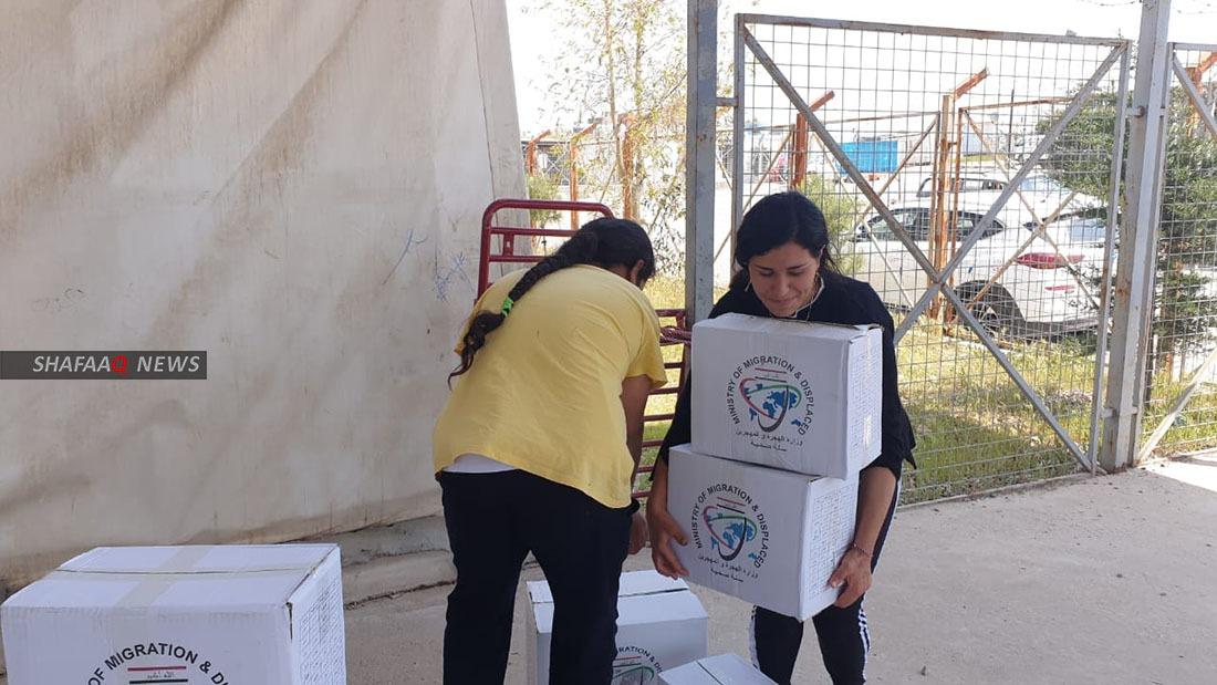بزمن كورونا .. وزارة الهجرة توزع مساعدات على النازحين في دهوك (صور)
