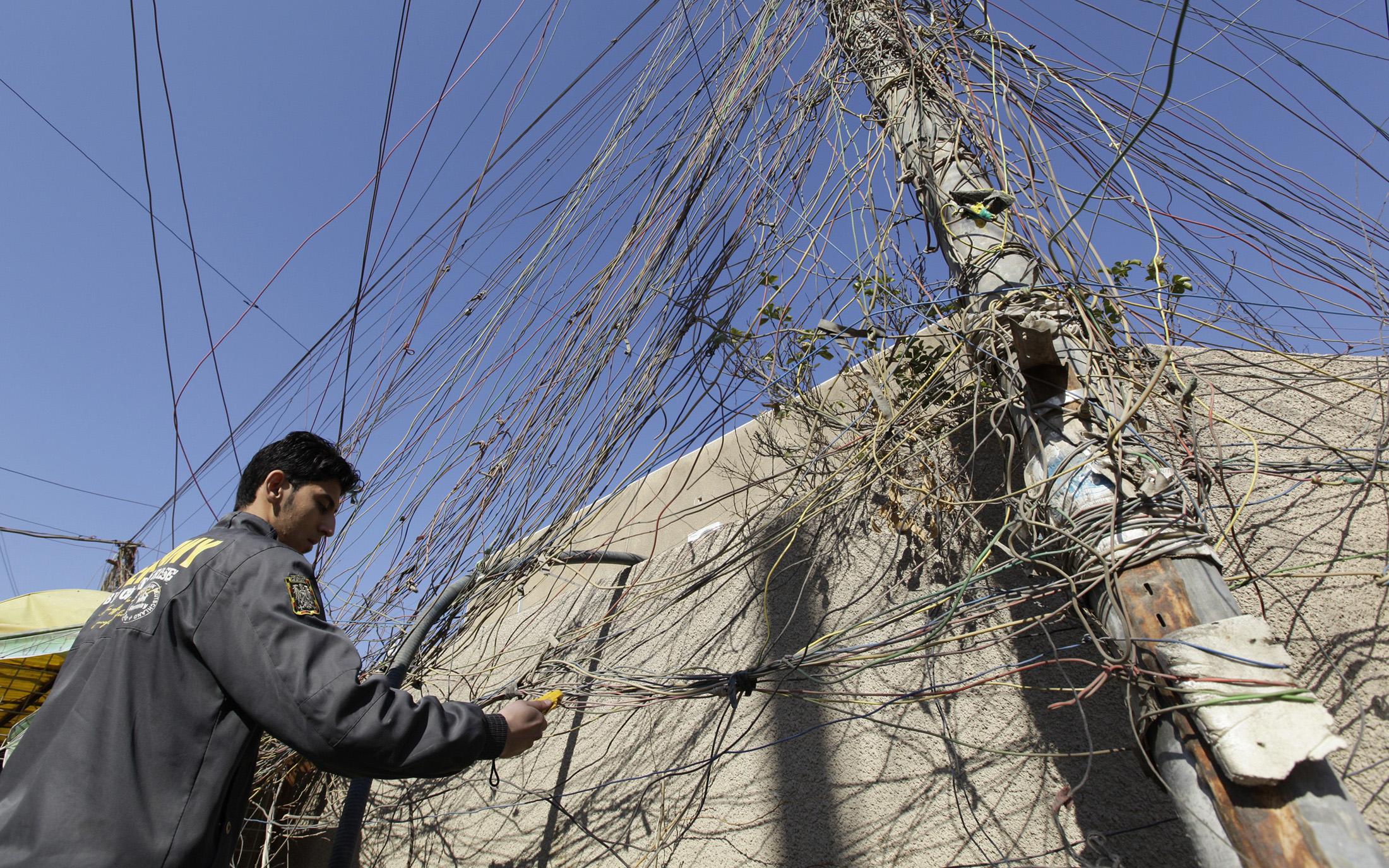 مجلس البصرة يكشف أسباب أزمة الكهرباء صيفاً