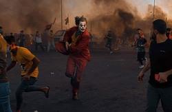 """صور.. ماذا يفعل """"الجوكر"""" بتظاهرات العراق؟"""