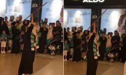 شاهد: فتاة سعودية تحتفل داخل أحد المراكز التجارية وترقص بالعصا