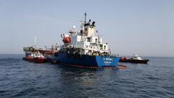 فيديو.. قراصنة إيرانيون يختطفون سفينة عراقية ويطالبون مالكها بفدية