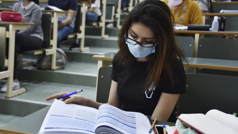 وثيقة.. التعليم العراقية تعلن الاستمرار بالامتحانات الالكترونية للدور الثاني