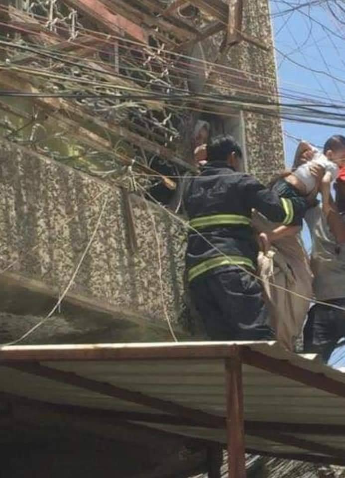 في بغداد .. انقاذ عائلة من سبعة افراد من الموت حرقا (مرفق بالصور)