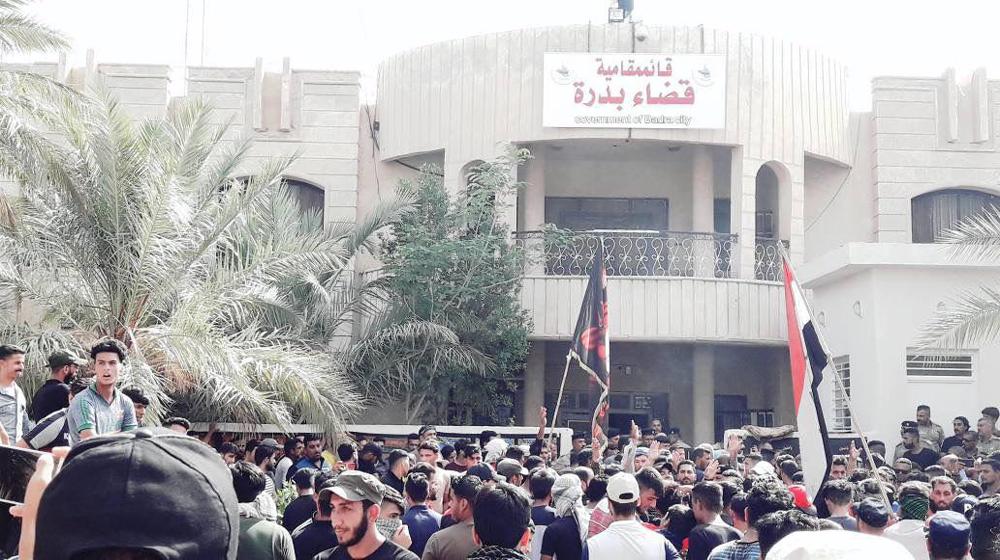 متظاهرون يغلقون دوائر حكومية في واسط