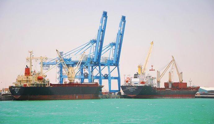 تقليص العمليات بميناء أم قصر العراقي بعد إغلاق محتجين مدخله