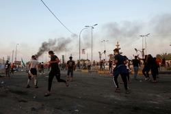 فيديو.. جرحى بصفوف المتظاهرين بمحاولة فض احتجاج ببغداد ومتحدث عسكري يرد