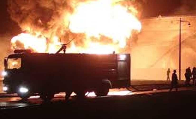 الدفاع المدني تعلن السيطرة على حريق مطار بغداد