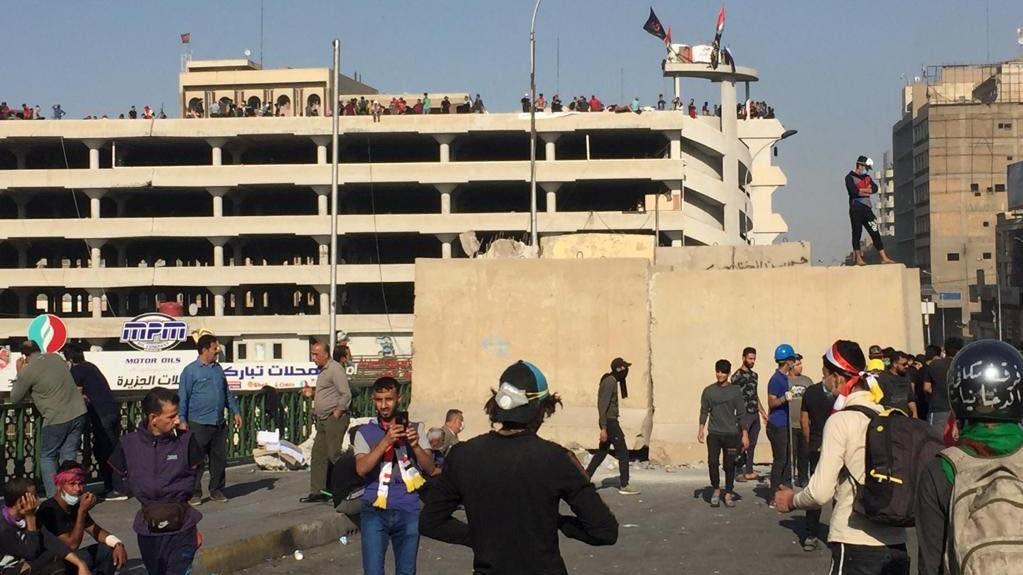 اخماد حريق في مرآب السنك وسط العاصمة بغداد