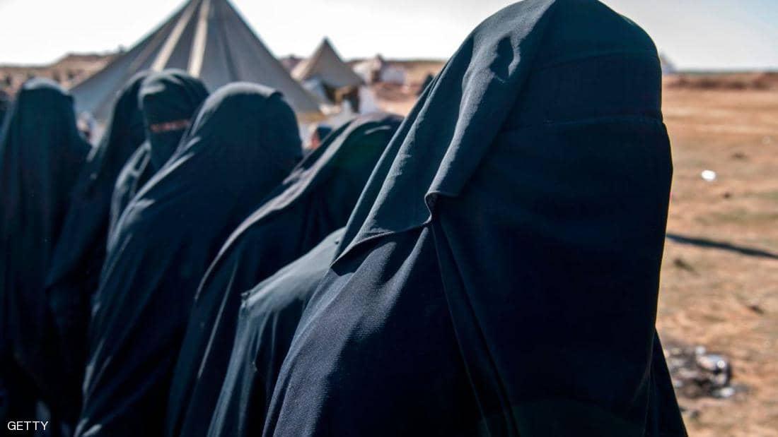 """احدى مغذيات داعش تلجأ لـ""""اللمسة الناعمة"""" مع نساء التنظيم"""