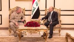 """صالح يبحث مع وفد أمريكي قرارا نيابيا """"مثيرا للجدل"""": لا مصلحة لنا بالانجرار لصراعات جانبية"""