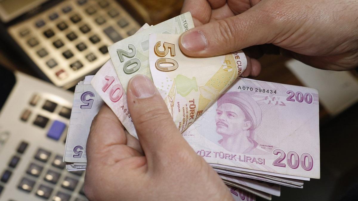 """""""بلومبيرغ"""": الليرة التركية أسوأ عملات الأسواق الناشئة"""