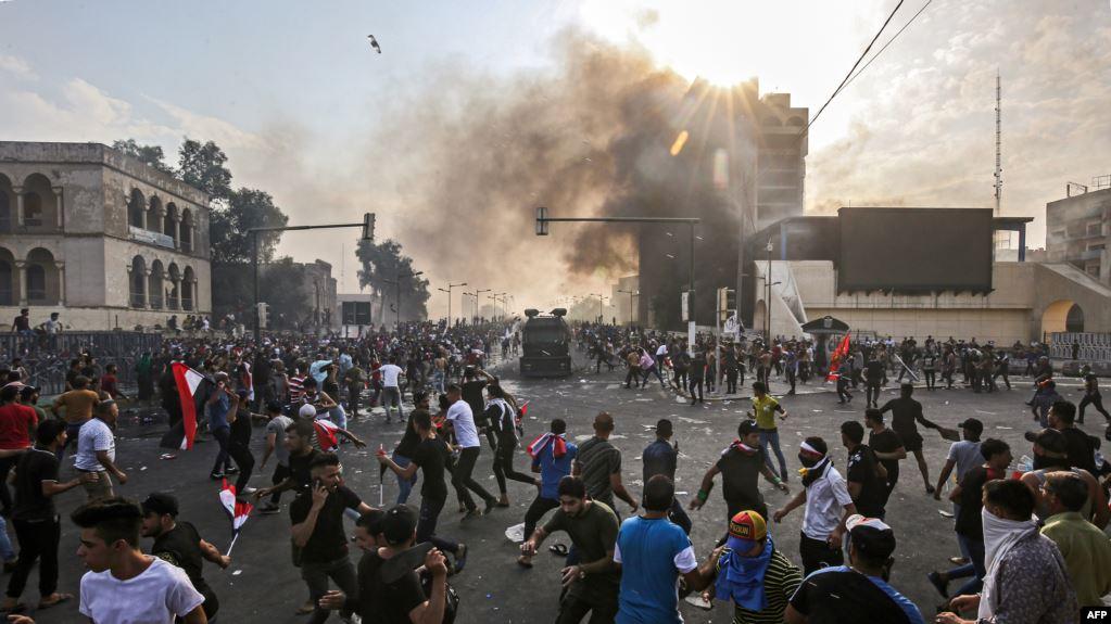 شاهد لحظة اطلاق النار على جموع المحتجين ببغداد
