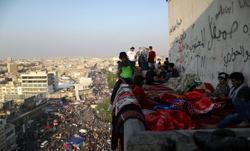 صور.. مبنى مهجور يصبح مركزا للانتفاضة في العراق.. فما قصته؟