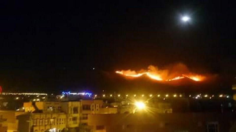 اندلاع حريق في جبل مطل على مدينة السليمانية