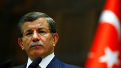 """رئيس الوزراء التركي السابق أحمد داود أوغلو يستقيل من """"العدالة والتنمية"""""""