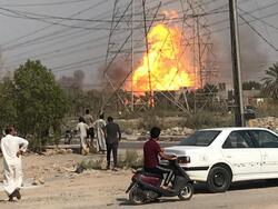 صور .. اندلاع حريق هائل بمحطة طاقة حرارية اقصى جنوب العراق