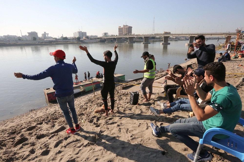 صور.. راب عراقي ورقصات الهيب الهوب على ضفاف دجلة