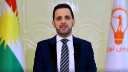 فيديو .. محتجون يرشقون زعيم حراك الجيل الجديد بقناني المياه في السليمانية