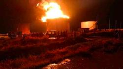 Fire broke out in a huge oil tank in Al-Qayyarah refinery