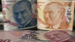 هبوط قياسي للعملة التركية أمام الدولار