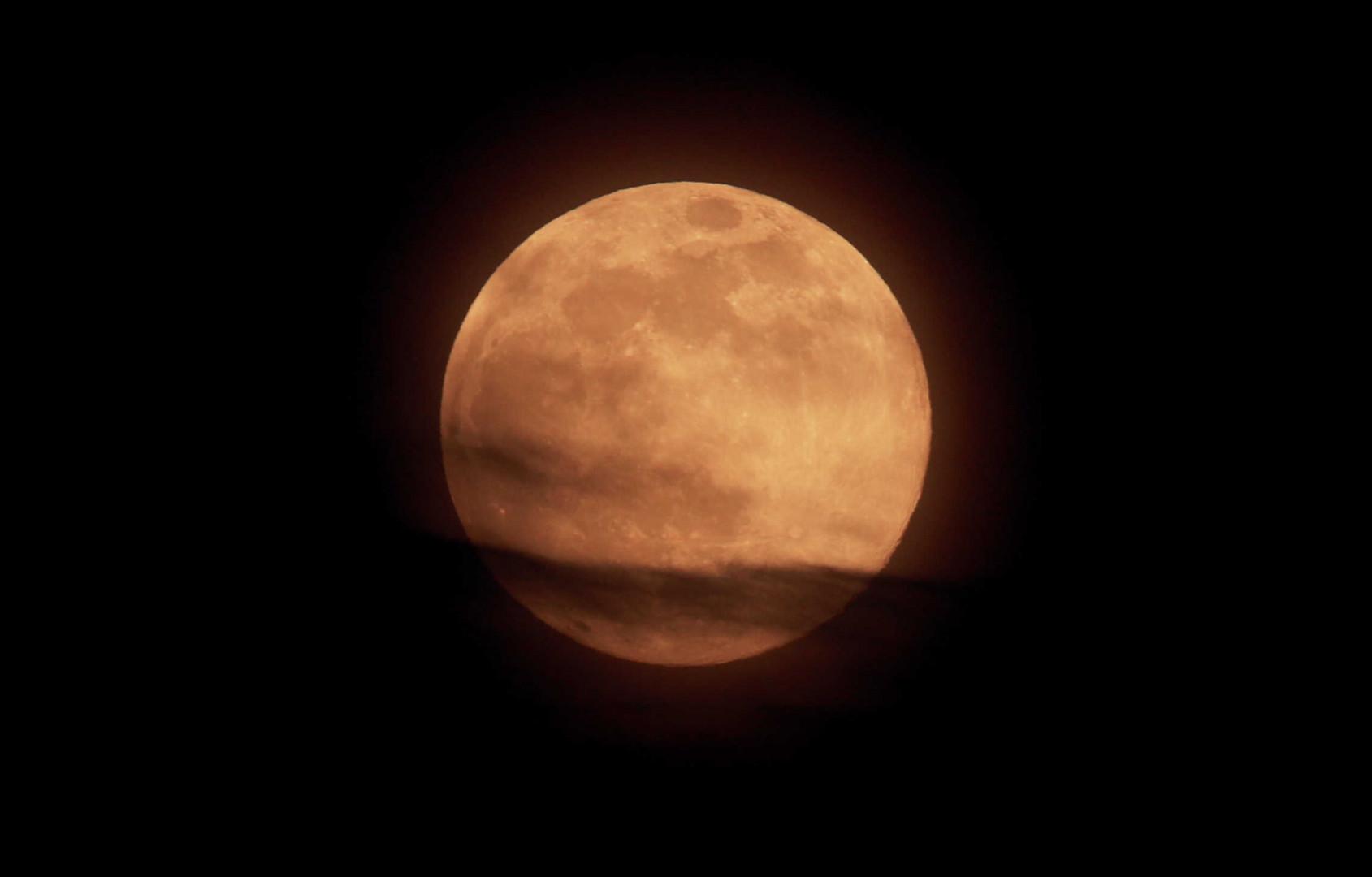 اكتشاف مذهل.. ناسا تحل لغز صدأ القمر