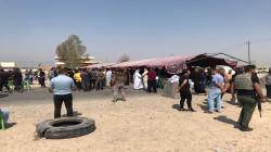 محتجون يتظاهرون ويقطعون طريقاً في محافظة ديالى