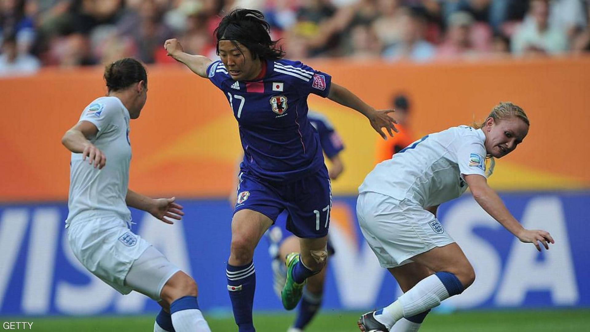 كسرت القاعدة.. لاعبة كرة قدم يابانية تنضم لفريق للرجال