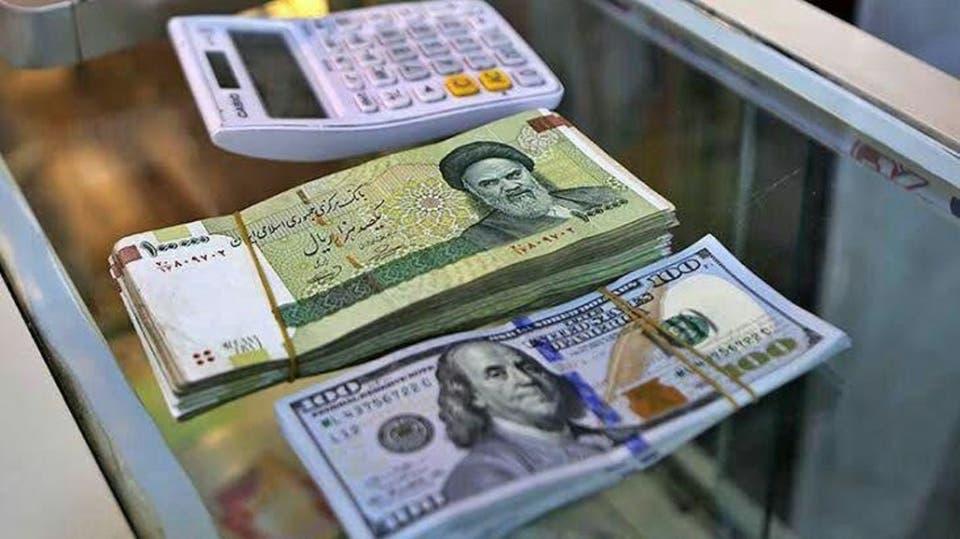 إنهيار قياسي جديد للريال الإيراني أمام الدولار الامريكي