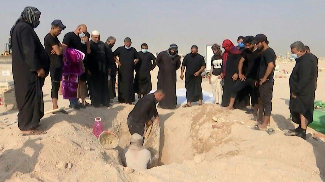 عراقيون ينقلون جثث وفيات كورونا إلى مقابر العائلة ومكتب السيستاني يضع شرطاً