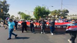 حملة الشهادات العليا يقطعون طريقاً رئيسياً وسط بغداد.. صور