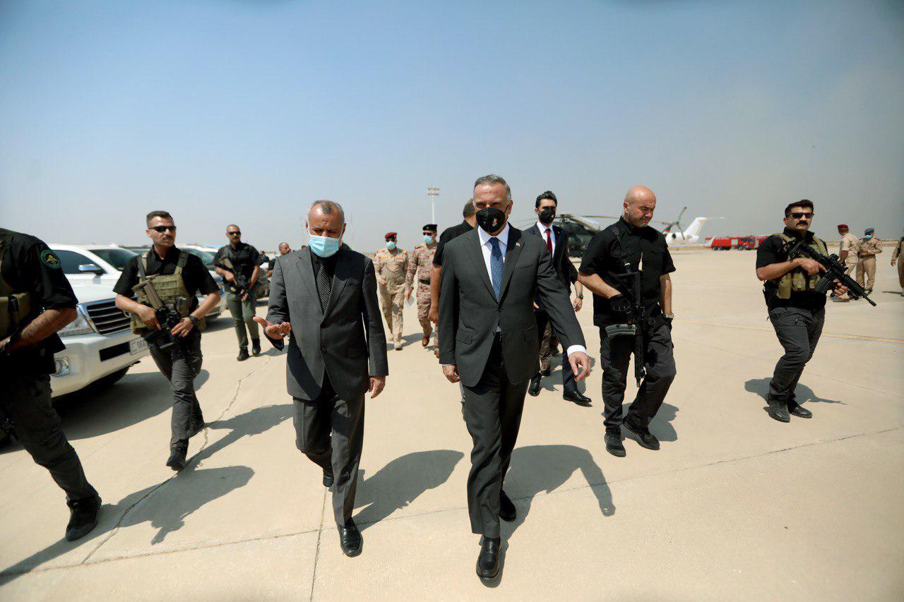 الكاظمي يتفقد منفذا حدوديا مع إيران ويصدر توجيها للعاملين
