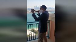 حاخام يهودي ينفخ الشوفار في دبي بعد التطبيع.. فيديو