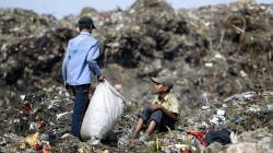 كانت تبحث عن قوتها.. القمامة تطمر طفلة في الهند