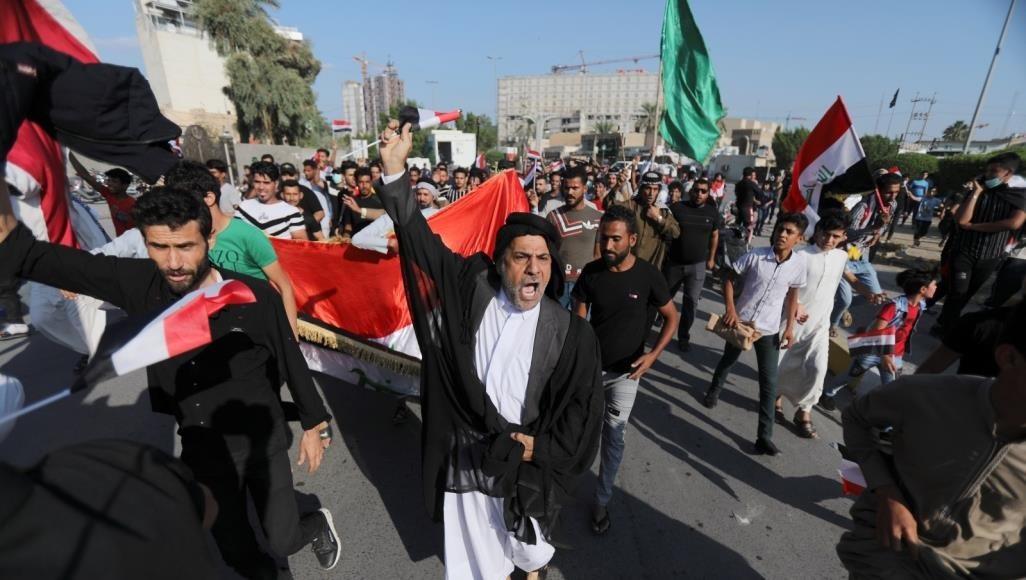 """محتجو المثنى يزحفون نحو بغداد ويحذرون من """"حرف المسار"""""""