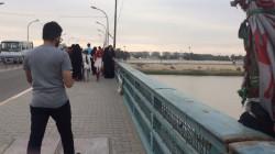 امرأة تقذف بطفليها من جسر في نهر دجلة ببغداد وانتشال جثتيهما