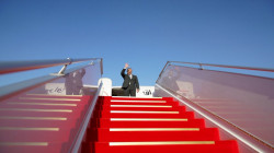 الكاظمي يغادر إلى باريس