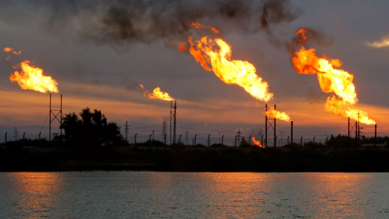 Oil prices little changed, on track for third straight weekly gain