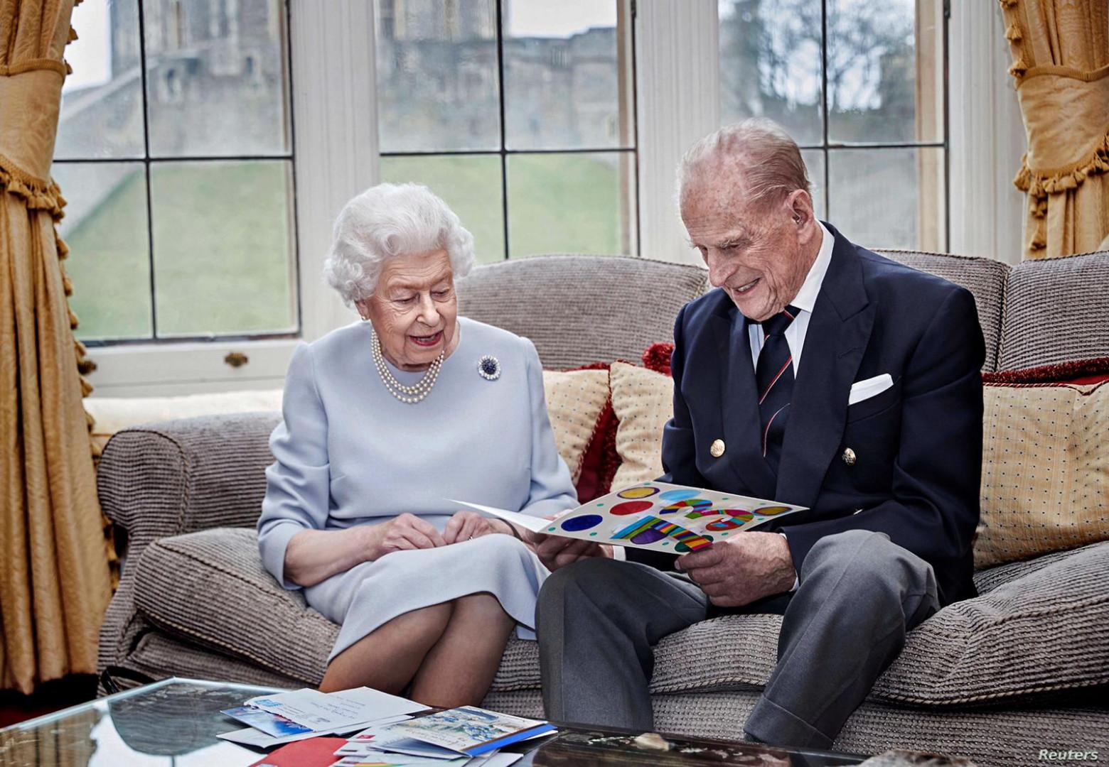 قصة حب ازلية.. الملكة إليزابيث تحتفل بعيد زواجها الثالث والسبعين
