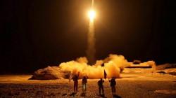 """""""الحوثيون"""" يعلنون استهداف العمق السعودي بصواريخ بالستية و18 طائرة مسيرة"""