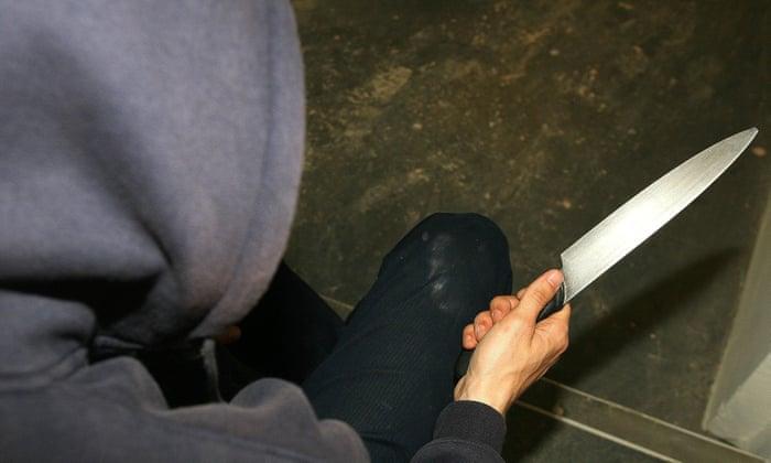 بيوم مناهضة العنف.. رجل يهاجم زوجته و والدتها بسكين في السليمانية