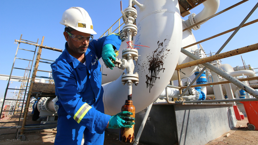أسعار النفط تقفز وتلامس 50 دولاراً للبرميل