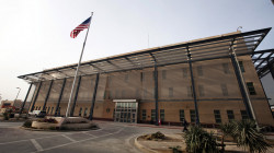 كشف عن إجراء سنوي.. مصدر: الحكومة لم تُبلّغ بخفض الدبلوماسيين الأمريكيين