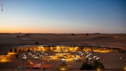 في ظل التباعد الاجتماعي..مطعم يقدم وجبة العشاء في الصحراء