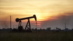 Oil pulls back but gains for a 6th week