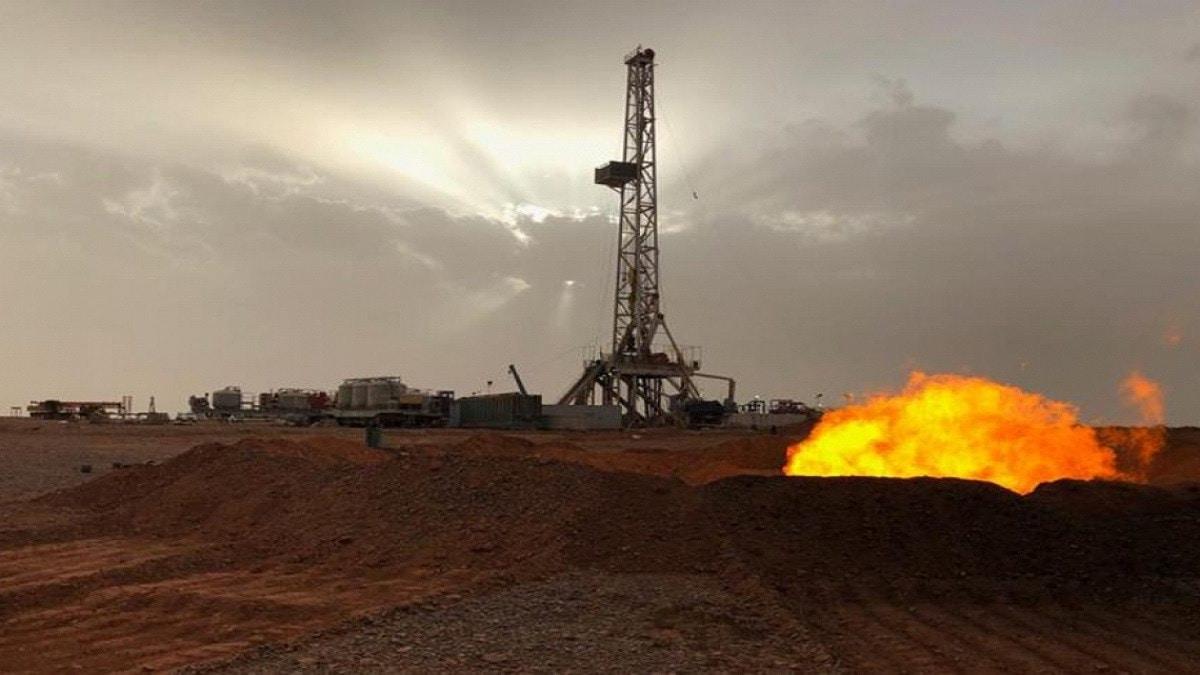 النفط يواصل الهبوط لليوم الثالث وسط مفاجئة في زيادة المخزونات الامريكية