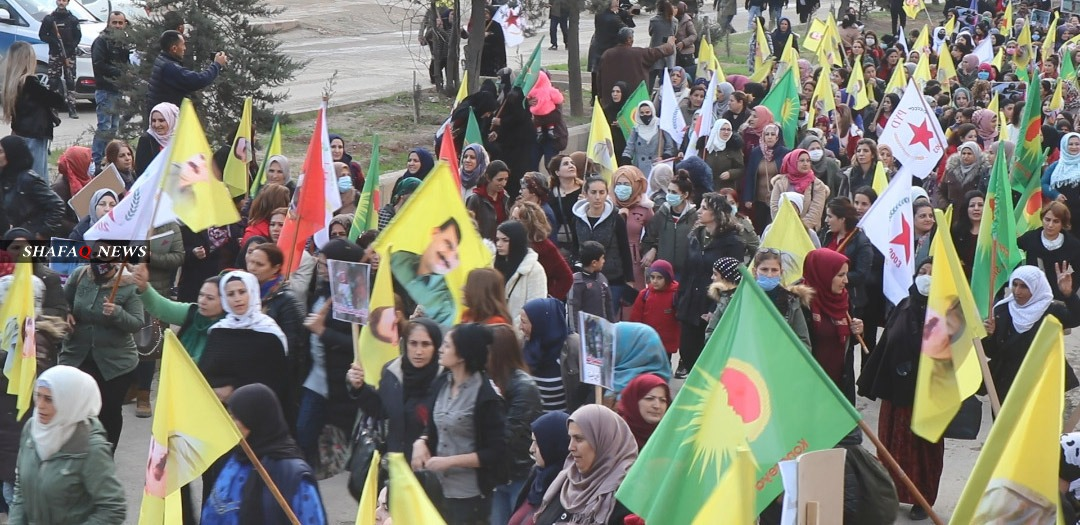 الإدارة الذاتية.. احتجاجات تندد بالهجوم التركي على عين عيسى (صور)