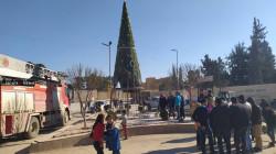 مجهولون يشعلون النار في شجرة الميلاد في مدينة كوباني