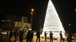 صور.. شجرة عيد الميلاد تضيء ساحة التحرير ببغداد